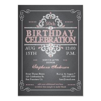 För svart tavlafödelsedag för vintage inbjudan