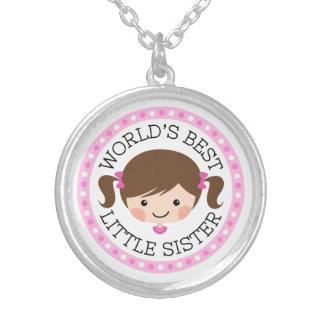 För systertecknad för världar bäst lite hår för halsband med rund hängsmycke