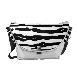 För trycksvart för sebra djurt mönster för randar kurir väskor