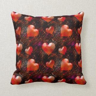 För valentinhjärtor för röd satäng metallisk kudde