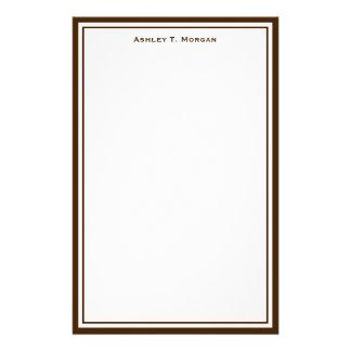 För vitpersonlig för enkelhet brun brevpapper
