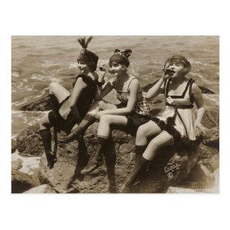 För vykortparty för Flirty vintage franska flickor Vykort