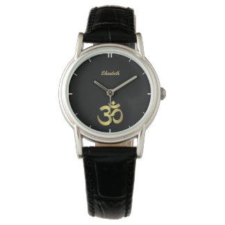 För yogasymbol för Om (Aum) Namaste svart för namn Armbandsur