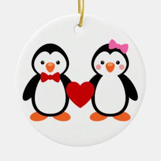 Förälskade pingvin julgransprydnad keramik