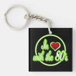 Förälskat med för logotypnyckel för 80-tal den fyrkantigt dubbelsidigt nyckelring i akryl