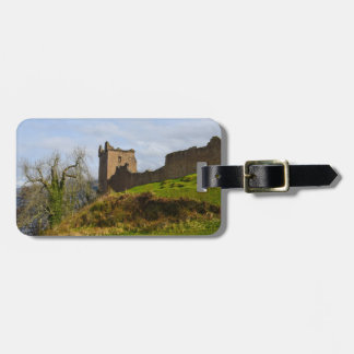 Fördärvar av det Urquhart slottet längs Loch Ness, Bagagebricka