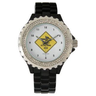Företags omstrukturera framåt den gula diamanten armbandsur