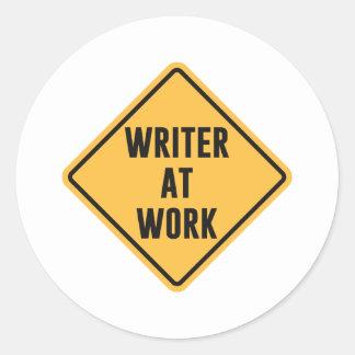 Författare på arbetsarbetet varnar undertecknar runt klistermärke