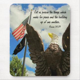 Förfölja den fredamerikanska flaggan och örnen mus mattor