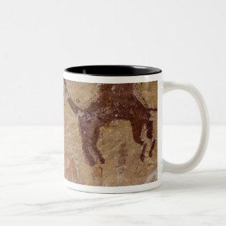 Förhistoriska stenmålningar med kamel och Två-Tonad mugg