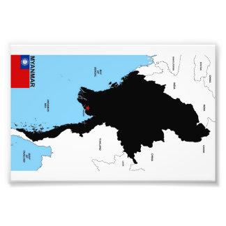Formar den politiska kartan för Myanmar land flagg Fototryck
