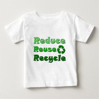 Förminska återanvänder återvinna tee shirt