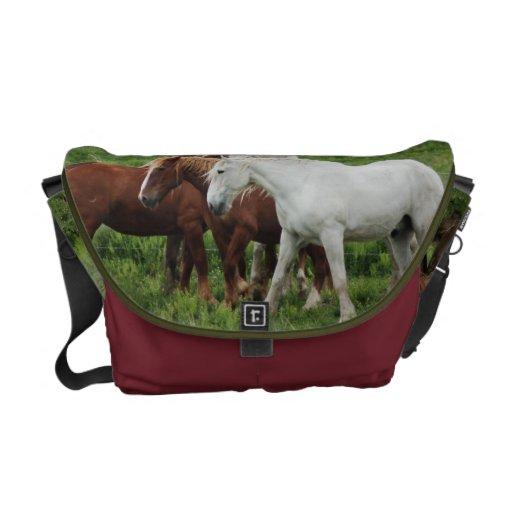 Formulera hästen hänger lös kurir väskor
