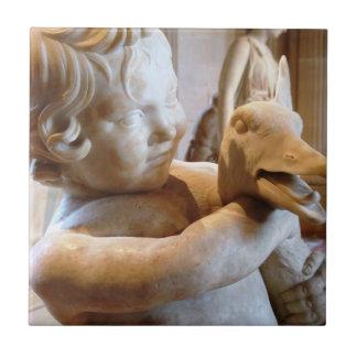 Forntida grekisk skulpturpojke och gås kakelplatta