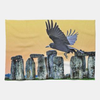 Forntida Stonehenge & råkaCorvid-älskare gåva Kökshandduk