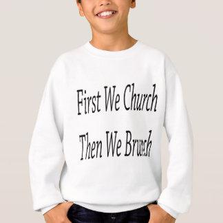 Först kyrktar vi därefter oss frunchen t shirt