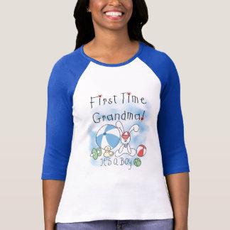 Först Time mormor av pojkeTshirts och gåvor T-shirt