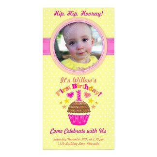 Första födelsedagmuffin flickan anpassingsbara fotokort