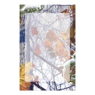 Första stil för snövinterkamouflage brevpapper