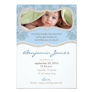 Förtjusande blom- födelsemeddelande (blått) anpassningsbara inbjudningskort