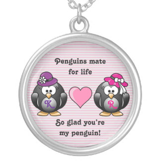 Förtjusande lesbisk för brudhjärta för pingvin två halsband med rund hängsmycke