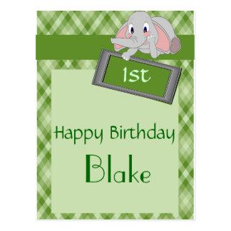 Förtjusande tecknadelefant på grön plädfödelsedag vykort