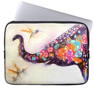"""""""Förtrollande vänner"""" Hummingbird & elefant Laptop Sleeve"""