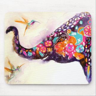 """""""Förtrollande vänner"""" Hummingbird & elefant Musmatta"""