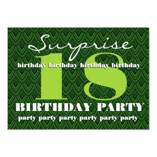 Förvåna den 18th födelsedagsfesten befjädrade 11,4 x 15,9 cm inbjudningskort