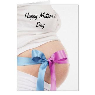 Förväntansfull mor för mors dag hälsnings kort