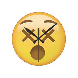 Förvirra ansikte Emoji Medium Rund Klocka