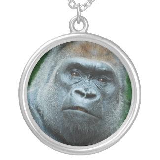 Förvirrad gorilla silverpläterat halsband