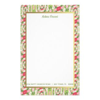 Förvriden för rosa röd blommigt vitgrönt för brevpapper