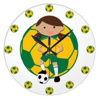 Fotbollflicka 4 och bollgrönt och gult stor klocka