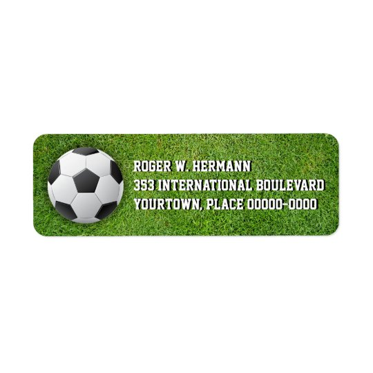 Fotbollfotboll i gräset returadress etikett