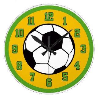 Fotbollgrönt och guld stor rund klocka