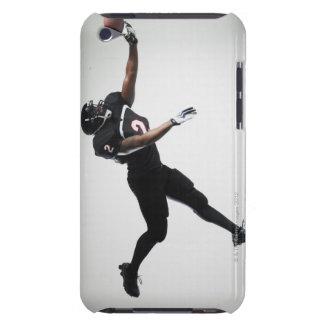 Fotbollsspelare som hoppar i mitt- luft för att få iPod touch Case-Mate fodral