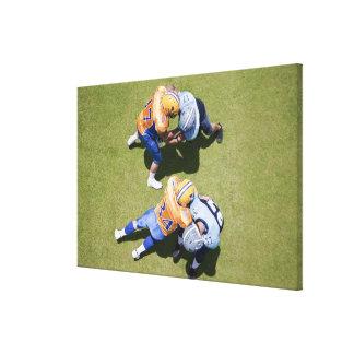 Fotbollsspelare som leker fotboll 2 canvastryck