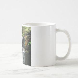Foto för naturvattenfallkonst kaffe muggar