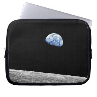 Foto för omlopp för måne för NASA Apollo 8 Laptop Sleeve
