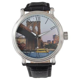 Fotoet av Brooklynen överbryggar i NYC Armbandsur