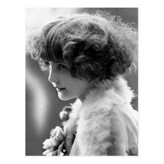 """Fotograferar vintage """"för den blyga flickan"""" vykort"""