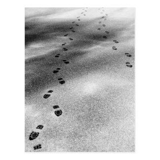 Fotspår i snö vykort