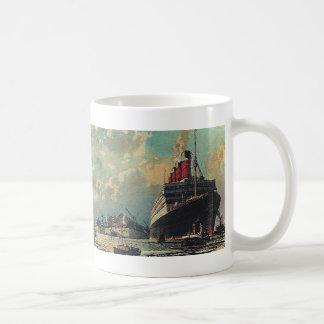 Frakt för vintagetransportpassagerare i hamn kaffemugg