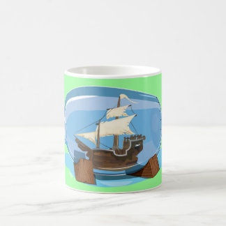 Frakt i en flaska på havet vit mugg
