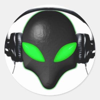 Främmande ögon för krypansiktegrönt i DJ-hörlurar Runt Klistermärke