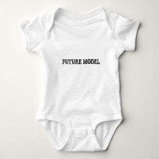 Framtid modellerar t-shirt
