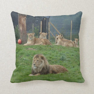 Framträdande lejon och Lionesspride Dekorativ Kudde