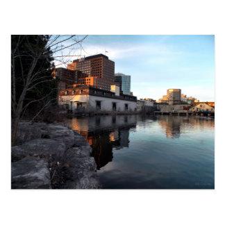 Från gammalt till nytt - strandbyggnadskrov Quebec Vykort