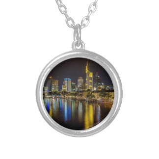Frankfurt horisont på natten silverpläterat halsband